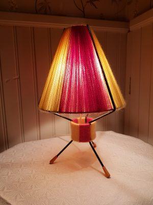 50-tals lampan sprider ett behagligt ljus.