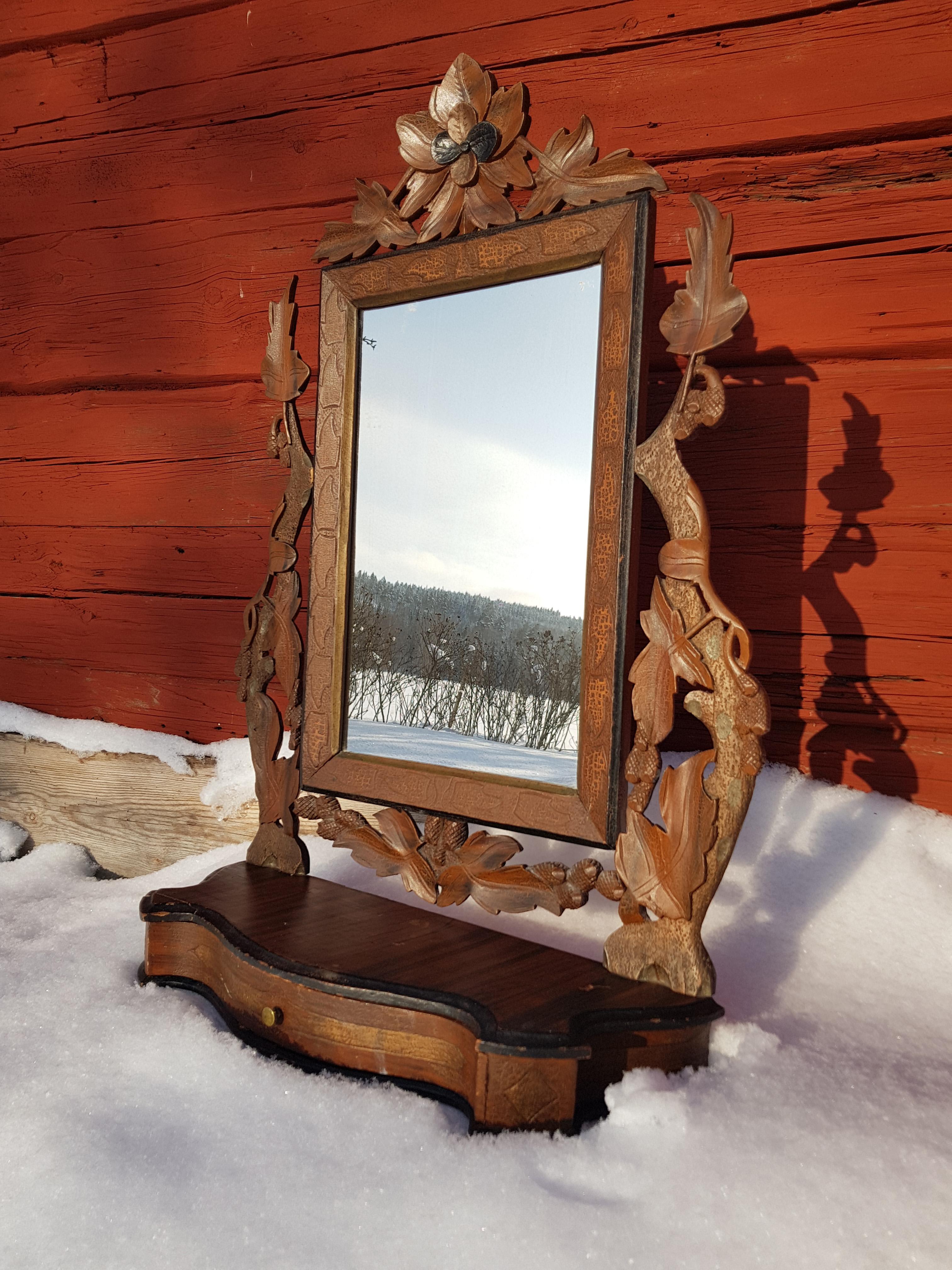 En gammal pigtittare som speglar vintern!