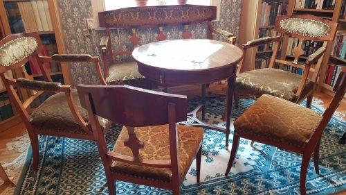 Salongsmöbel i empirestil, se mer under fliken möbler.